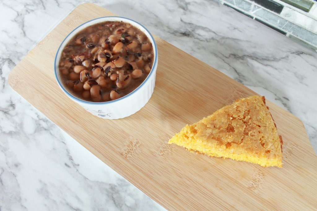 southern black eyed peas and cornbread